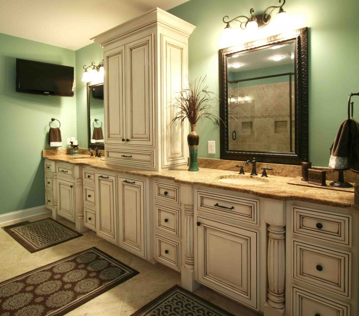 master bath, custom cabinets, double sinks, huge bathrooms, painted and glazed
