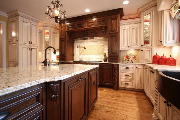 custom kitchen cabinets,Traditional kitchen ideas, two toned cabinets, custom cabinets, cup pull handles, prep sink, pot filler